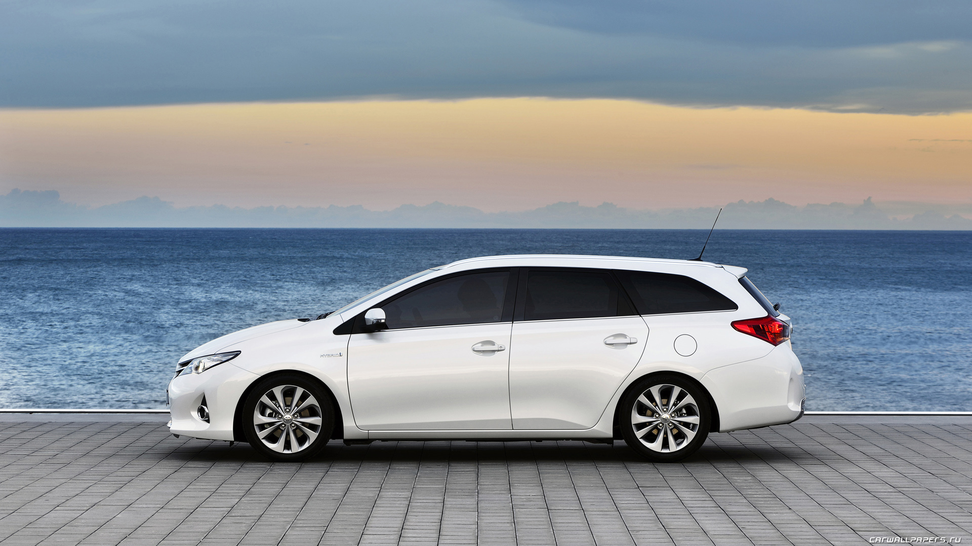 Toyota-Auris-Touring-Sports-Hybrid